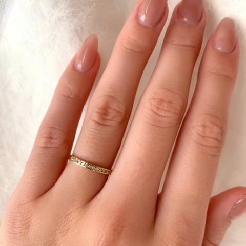 Smal guld ring i 9 karat guld