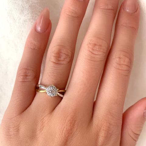 Smuk ring i 9 karat guld med 9 karat hvidguld