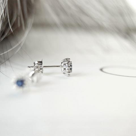 Safir brillantøreringe i 14 karat hvidguld med diamanter og safirer