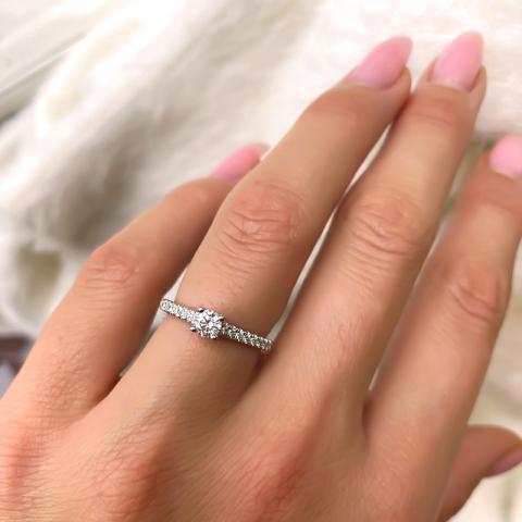 smuk diamant hvidguldsring i 14 karat hvidguld 0,24 ct 0,162 ct