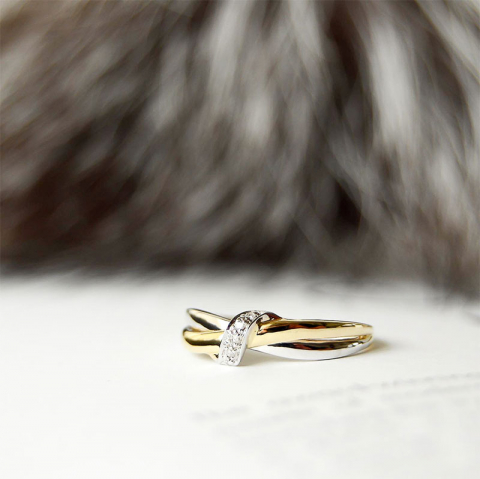 Smuk diamant ring i 14 karat guld.- og hvidguld 0,03 ct