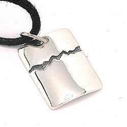 Firkantet dogtag halskæde i bomuld med vedhæng i sølv