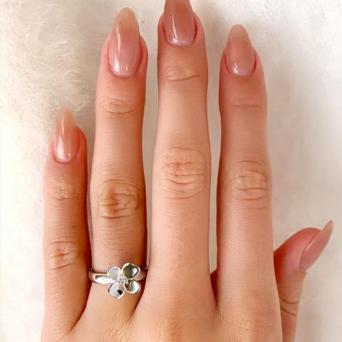 Blomster hvid zirkon ring i sølv